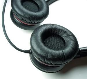 ASUS CineVibe – headset cu vibraţii pentru filme și jocuri
